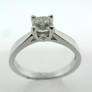 18 Karat white gold Modern Leaf Sweet Dream Solitaire engagement ring by Hearts On Fire claw set with one 0.491 carat Dream cut diamond by Hearts On Fire, G, VVS1.