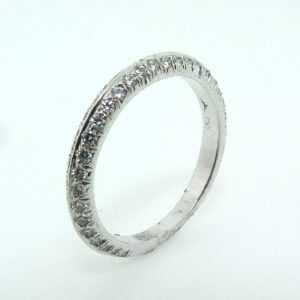 18K white gold band, known as 'Felicity Knife Edge Pave Band' by Hearts On Fire -set with ideal round brilliant cut diamonds by Hearts On Fire, 0.62 carat total weight, VS-SI, G/H