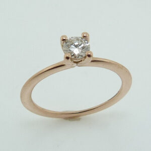 14 karat rose solitaire engagement ring featuring a 0.23ct excellent cut good cut H, SI2 round brilliant cut diamond. This ring is a stunning alternative to a traditional solitaire.