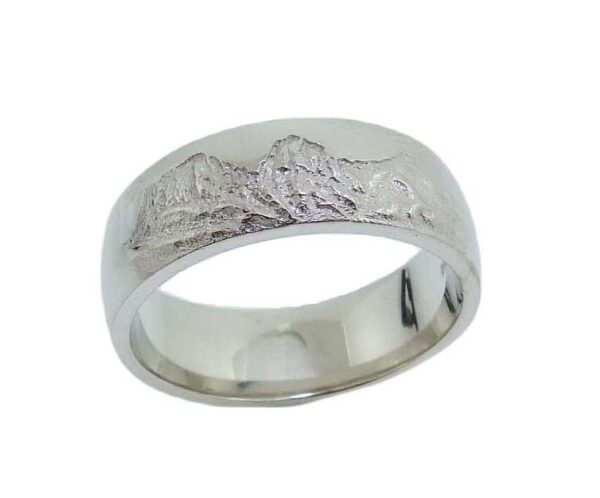 14K White gold men's band featuring an etching of the Three Sisters mountain range.