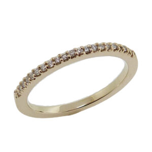 Lady's 14K yellow gold diamond band shared clawed set with 21 round brilliant cut diamonds, H-I, SI2-I1, totaling 0.105 carats.