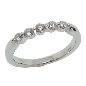 14K White gold shared claw lady's band set with 5 round brilliant cut diamonds, 0.286cttw, G, SI2/I.